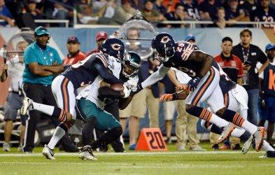 Bears' Glenn and Jones-Quartey stop Eagles' Hugg in Chicago