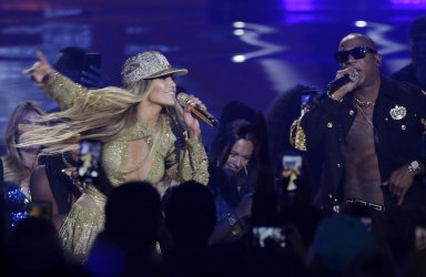 Jennifer Lopez, Ja Rule during the MTV Video Music Awards in New York