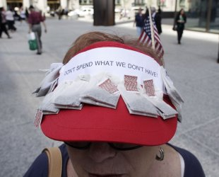 Sweeney wears tea bag hat at tea party rally in Chicago