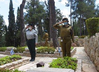 Israeli Soldiers Decorate Graves Of Fallen Soldiers