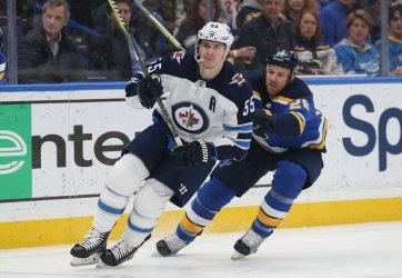 Winnipeg Jets Mark Scheifele and St. Louis Blues Kyle Brodziak