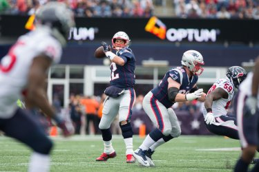 Patriots Brady passes against Texans