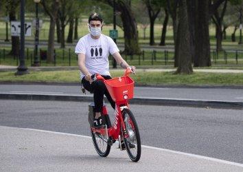People Enjoy the Warm Weather During the Cronavirus Pandemic in Washington, D.C.