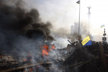 Bloody Clashes Continue in Anti-government Protests in Kiev