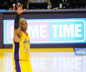 Los Angeles Lakers Kobe Bryant says goodbye to the fans in his final game against the Utah Jazz
