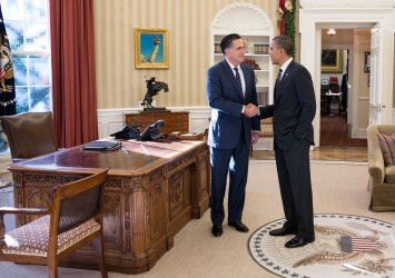 Obama and Romney Meet in the Oval Office