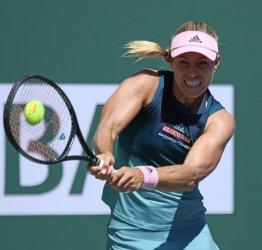 Angelique Kerber trails in BNP Paribas Open women's final at Indian Wells