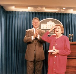 UPI reporter Helen Thomas celebrates birthday at White House Press Room