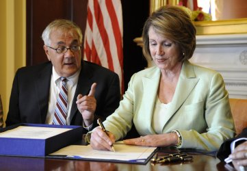 Speaker Pelosi signs housing reform legislation in Washington
