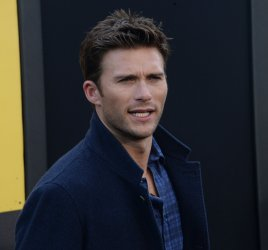 """Scott Eastwood attends the """"Central Intelligence"""" premiere in Los Angeles"""