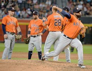 Astros' Martes warms up