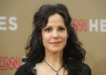 """Mary-Louise Parker attends """"CNN Heroes: An All-Star Tribute"""" in Los Angeles"""