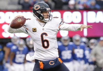 Chicago Bears Jay Cutler throws a pass