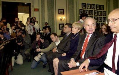 Ken Lay maintains fifth amendment rights before Congress