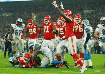 Kansas City Chiefs RB Spencer Ware scores a touchdown against Lions