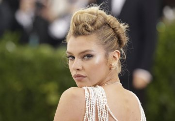 Stella Maxwell  at the Met Costume Benefit