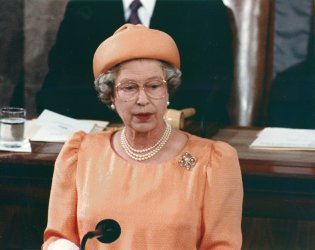 Queen Elizabeth II addresses a joint session of Congress