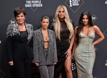 Kris Jenner, Kourtney Kardashian, Khloé Kardashian, and Kim Kardashian West attend E! People's Choice Awards in Santa Monica