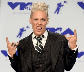 Pink attends the 2017 MTV Video Music Awards in Inglewood, California