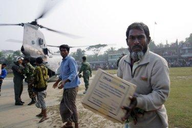 U.S. Marines deliver food in Bangladesh
