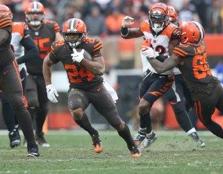 Browns Chubb runs against Bengals