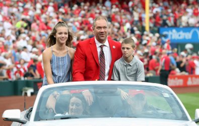 Former St. Louis Cardinals players Jason Isringhausen and Scott Rolen are inducted into team Hall of Fame