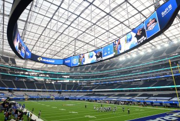 Los Angeles Rams play against the Dallas Cowboys