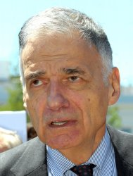 Nader calls for Bush, Cheney to resign at the White House