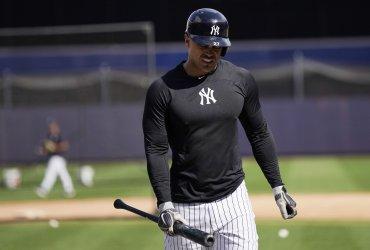 Yankees Giancarlo Stanton takes batting practice before ALDS