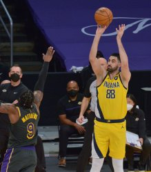 Lakers, Who Will Miss Anthony Davis a Little Longer, Rally to Beat Indiana Pacers