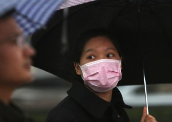 Chinese wear face masks in Beijing