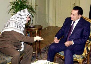 Egyptian President Hosni Mubarak  meets Palestinian President Yasser Arafat