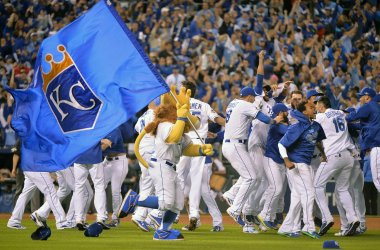 Royals celebrate winning the ALCS over the Blue Jays