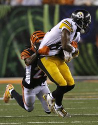 Steelers WR Antonio Brown tackled by Bengals
