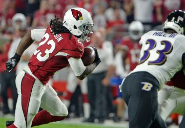 Cardinals Johnson heads for a touchdown