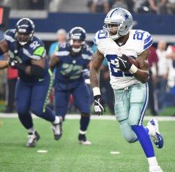 Cowboys running back Darren McFadden rushes against Seattle