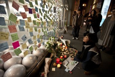 Well wishers mourn the death of Steve Jobs in San Francisco