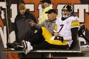 Steelers QB Ben Roethlisberger sacked by Cincinnati