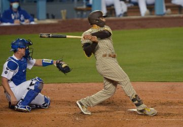 Padres Take 3-2 Lead After Eight, Turn Great Double Play to End Dodger Threat