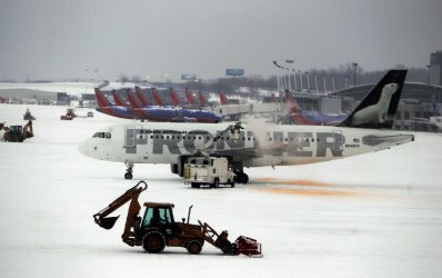 Heavy snowfall snarls St. Louia area