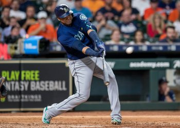 Mariners' Nelson Cruz hits an RBI single
