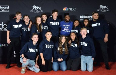 Shawn Mendes, Khalid and the Marjory Stoneman Douglas Student Choirat the 2018 Billboard Music Awards in Las Vegas, Nevada