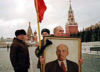 Russians honor Lenin