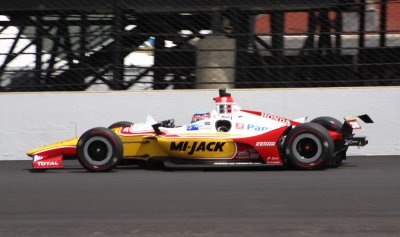 Tony Kanaan fastest for Carb Day final practice.