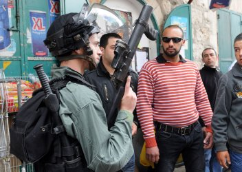 Israeli Riot Police Clash With Palestinian Protesters