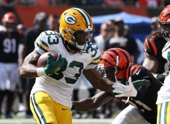 Packers Aaron Jones Breaks Free from Bengals Mike Hilton