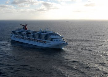 Carnival Splendor Cruise Ship Lies Dead in the Water
