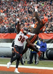 Browns Nijoku catches touchdown pass over Bengals Williams