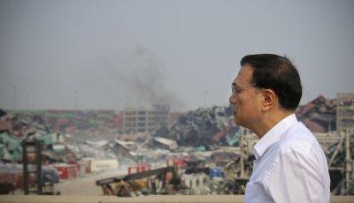 Premier Li inspects blast zone in Tianjin