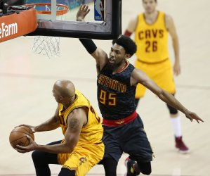 """Cavaliers' Richard Jefferson defended by DeAndre"""" Bembry of the Hawks"""